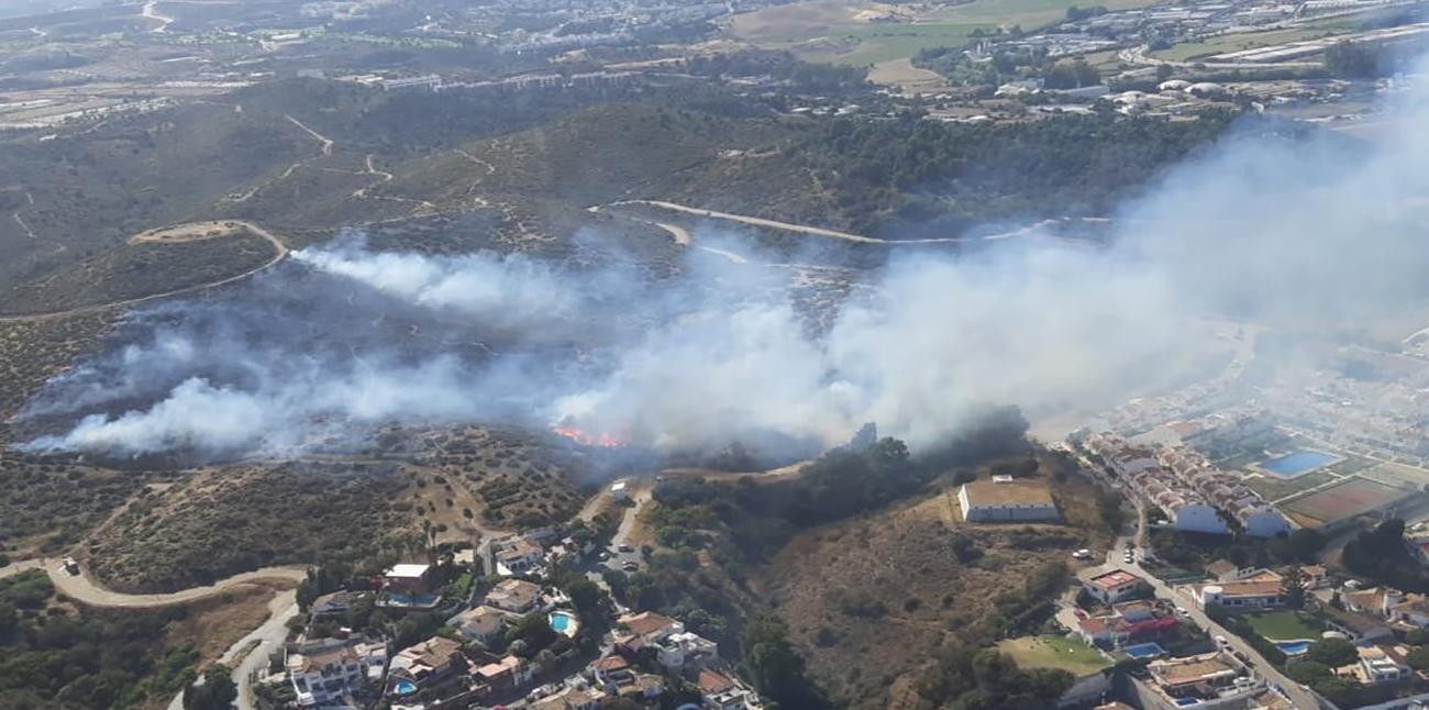 Un incendio calcina cinco hectáreas de matorral y pasto en la Urbanización Polarsol