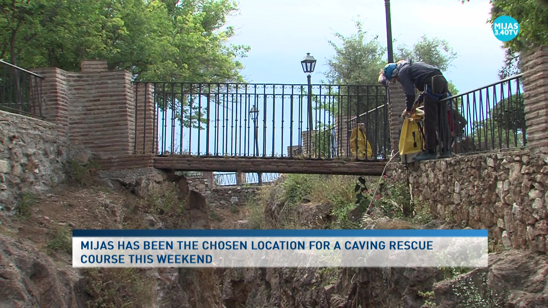 Professional cavers are updated in Mijas on how to react in the case of an emergency