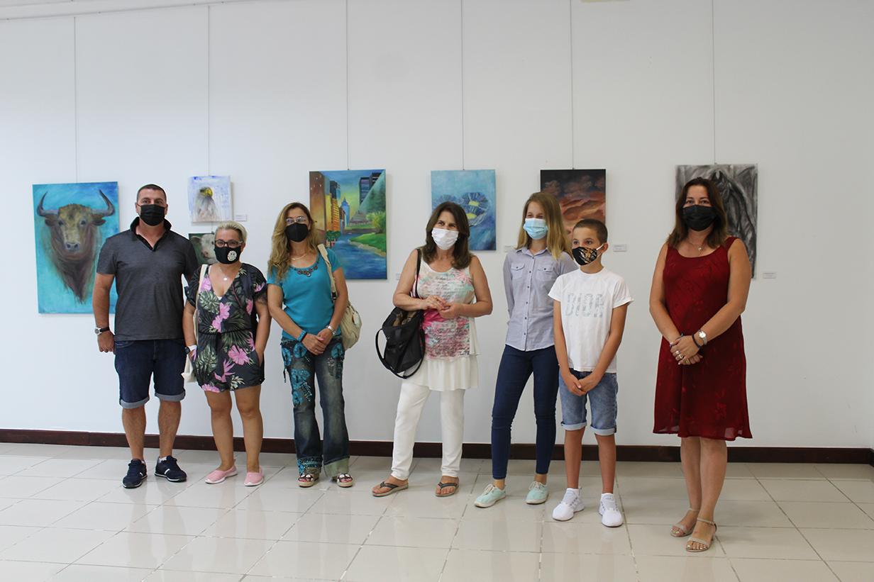 El Centro Cultural de La Cala acoge una exposición colectiva de pintura