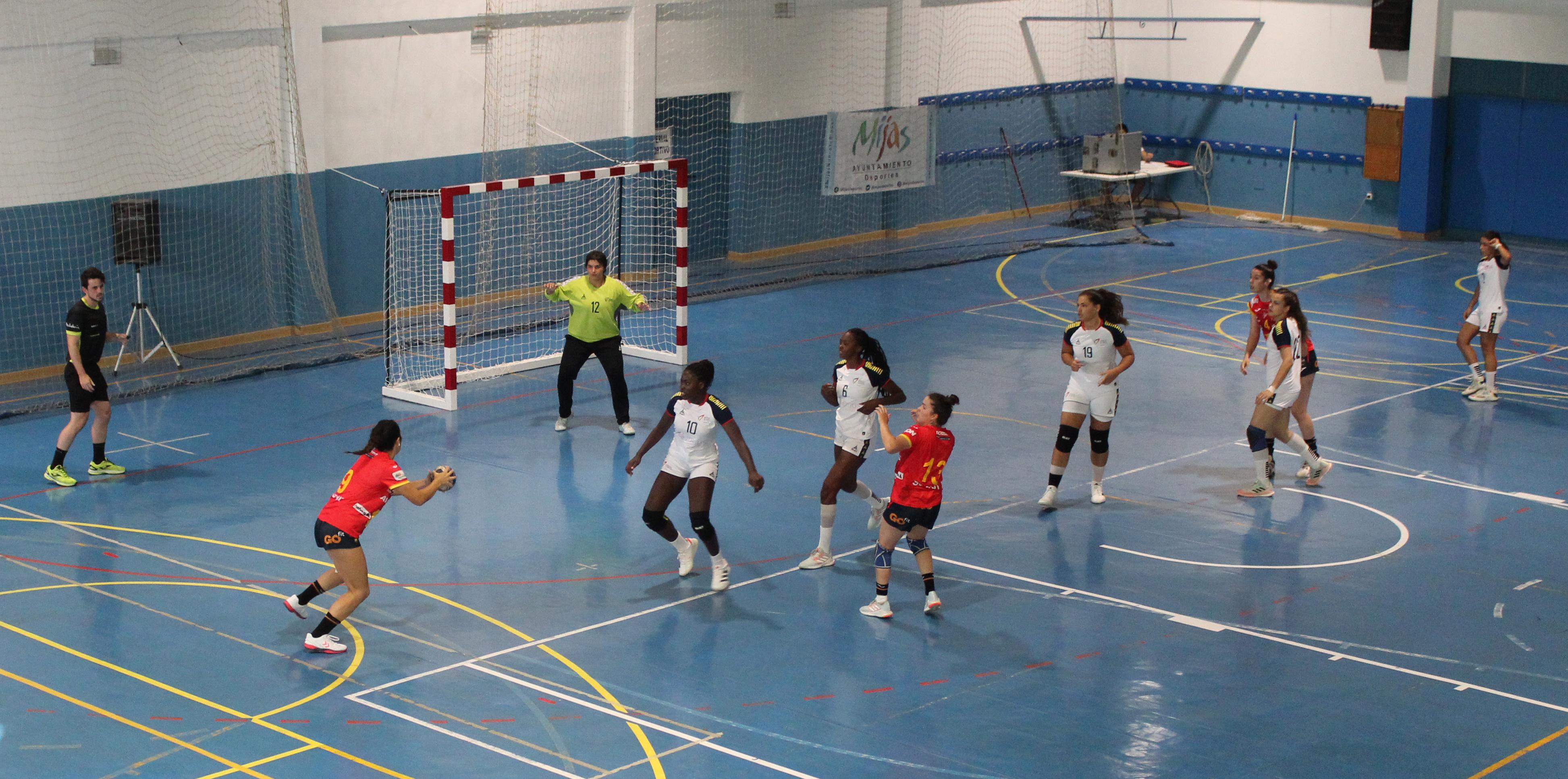 España vence a portugal 30-29 en su debut en el Torneo Internacional de Mijas