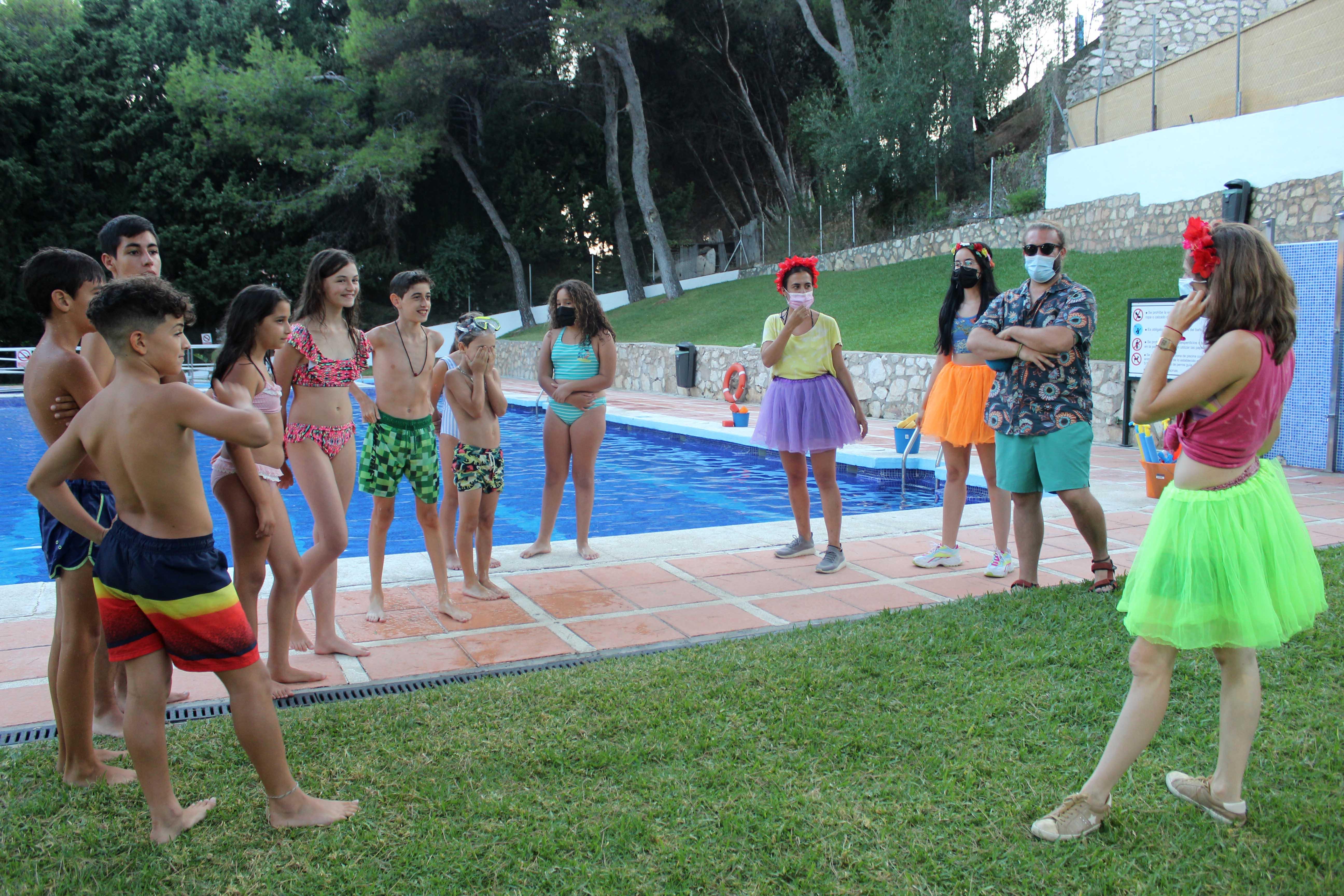Continúan las fiestas temáticas de Juventud en la piscina municipal de Osunillas