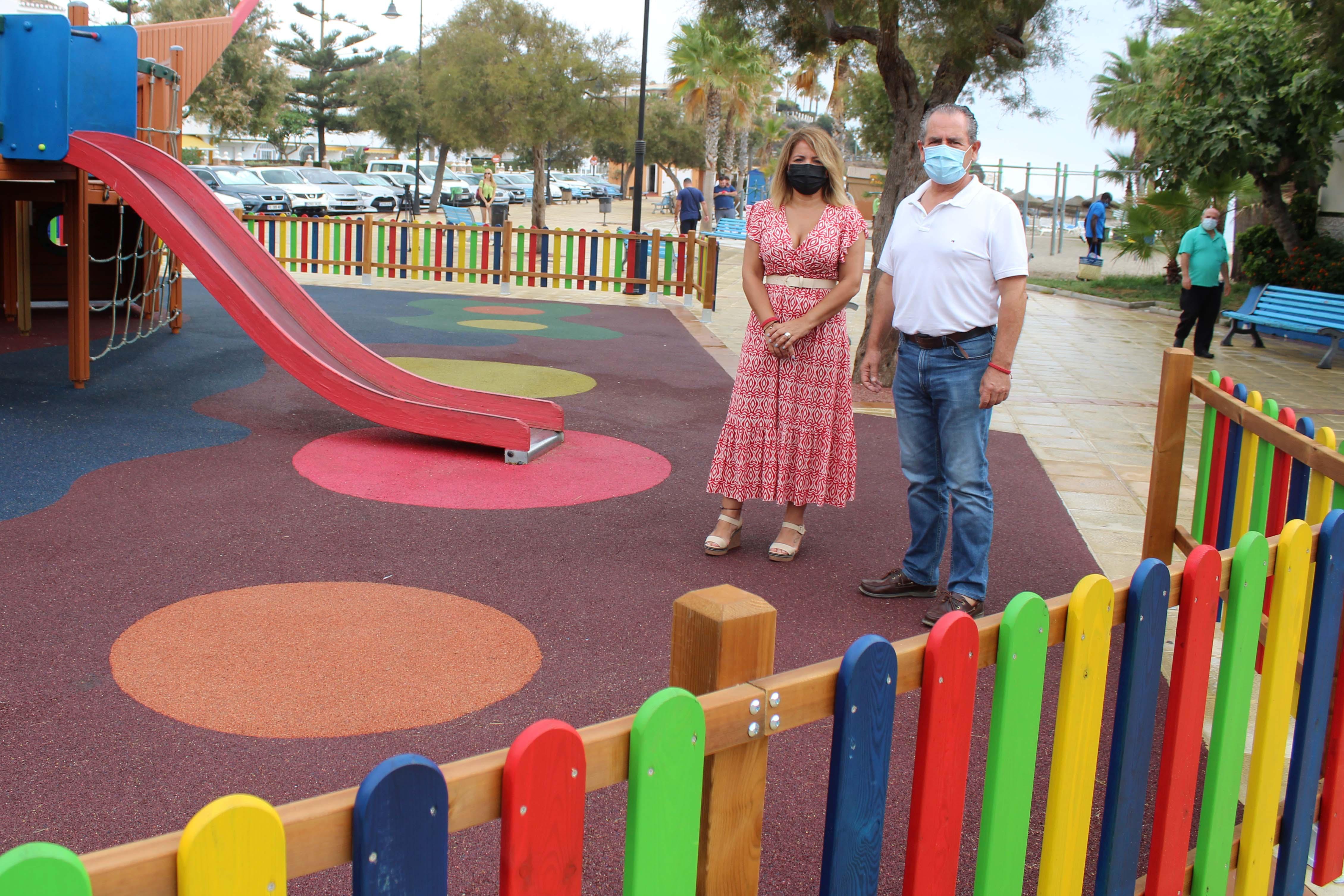 Más seguridad en el parque infantil El Barco de La Cala