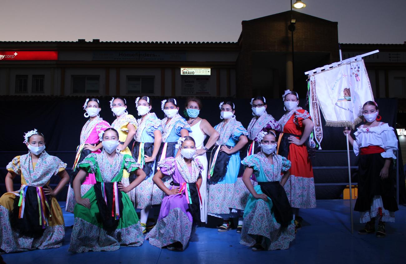 La plaza del Bulevar de La Cala acoge el V Festival Internacional de Folclore
