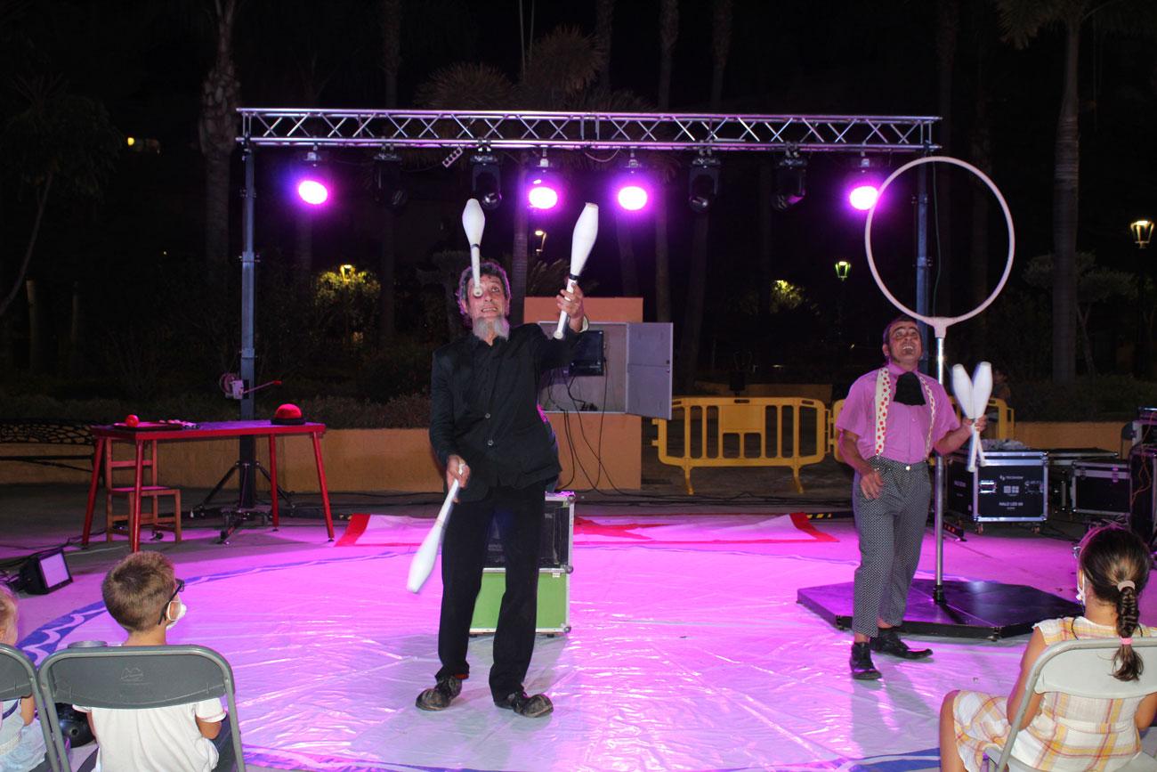 Noche de malabares y acrobacias en el Circo Urbano en Las Lagunas