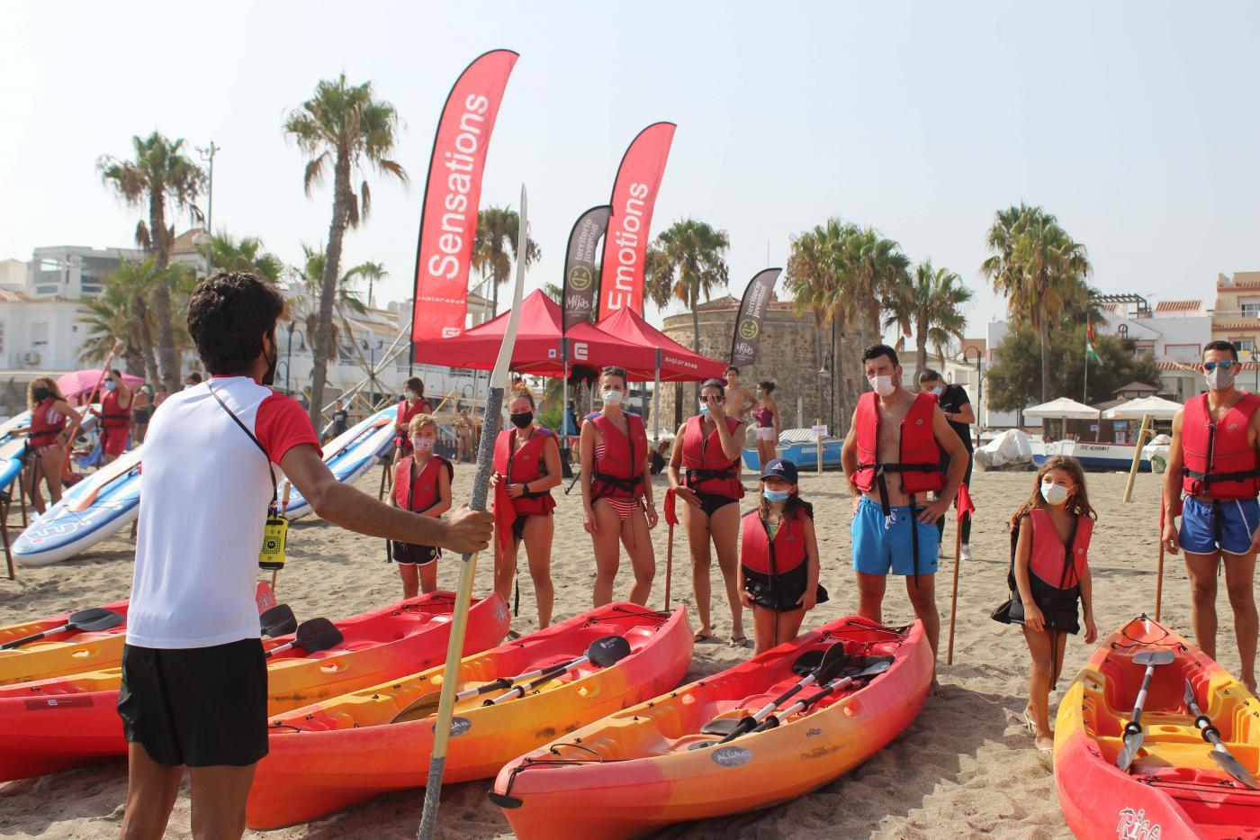 Las tardes de paddle surf y kayaks, un plan perfecto para divertirse y sobrellevar la ola