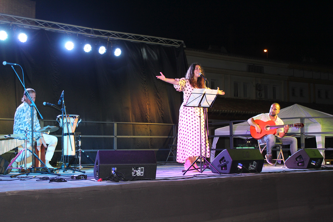 Adriana 'La Pimienta' puso el broche de oro al ciclo 'A la fresca... música en el mar'
