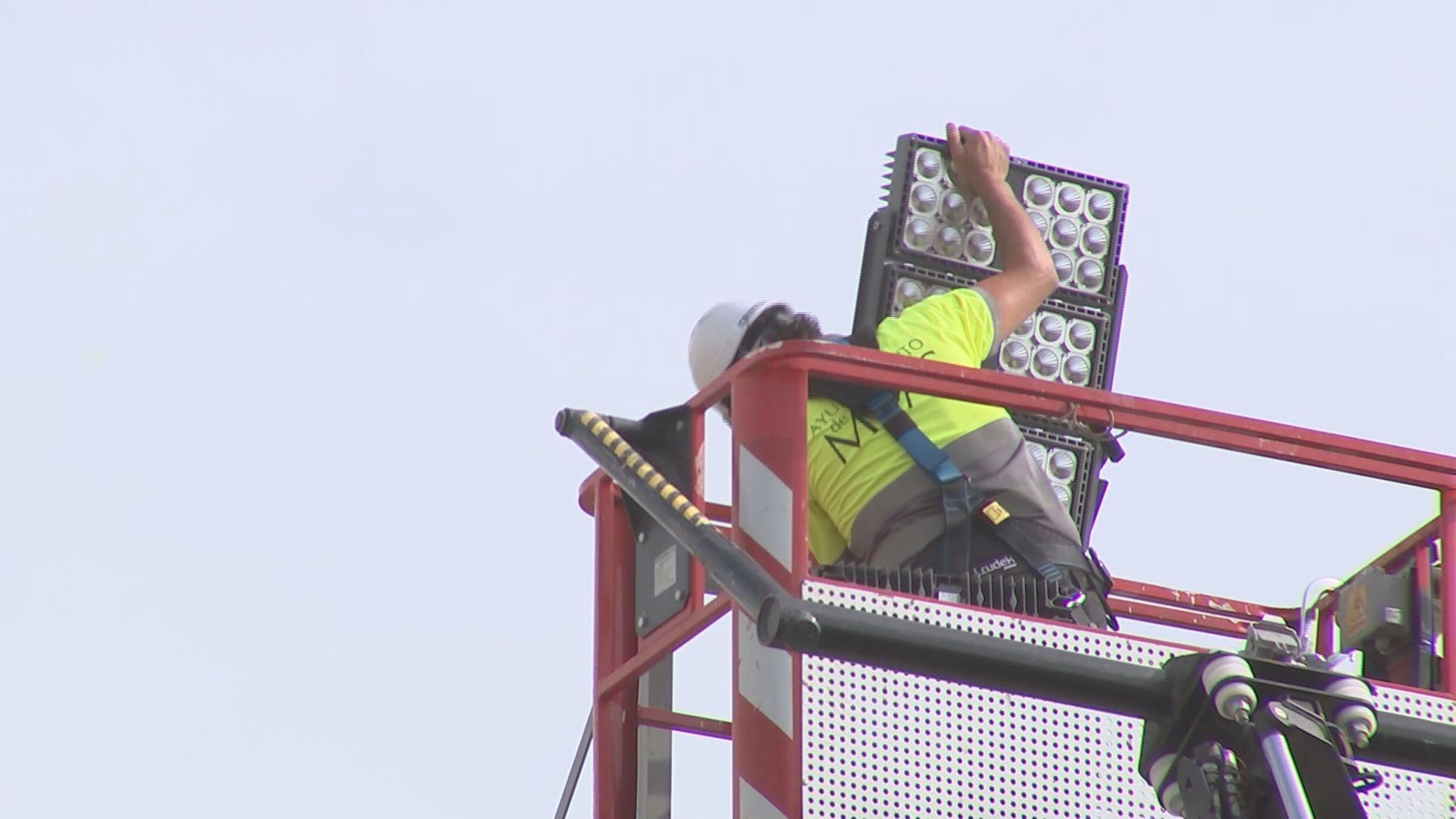 Energía y Eficiencia continúa renovando la luminaria de los campos de fútbol de Mijas
