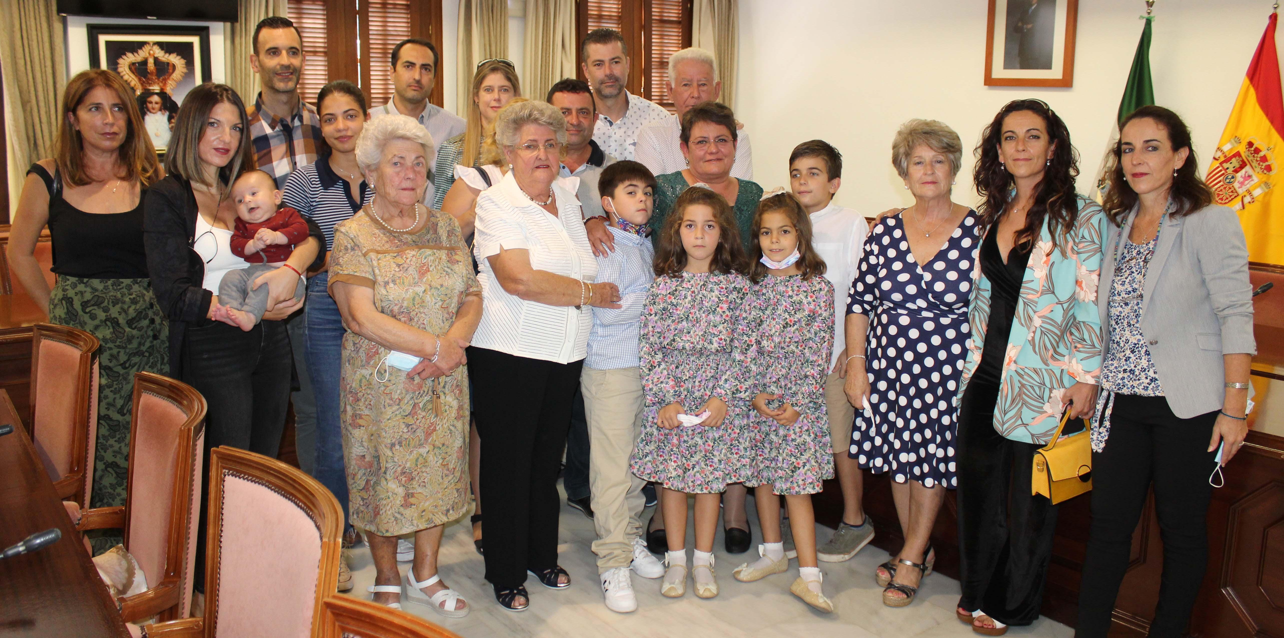 El Ayuntamiento de Mijas reconoce la labor de la trabajadora municipal María José Jaime