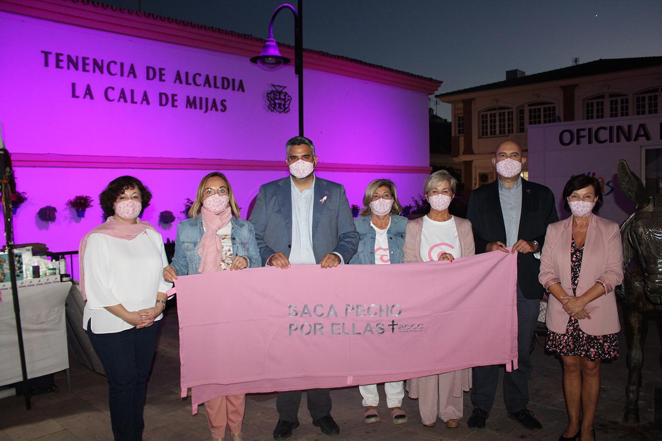 La Tenencia de La Cala se ilumina de rosa contra el cáncer de mama