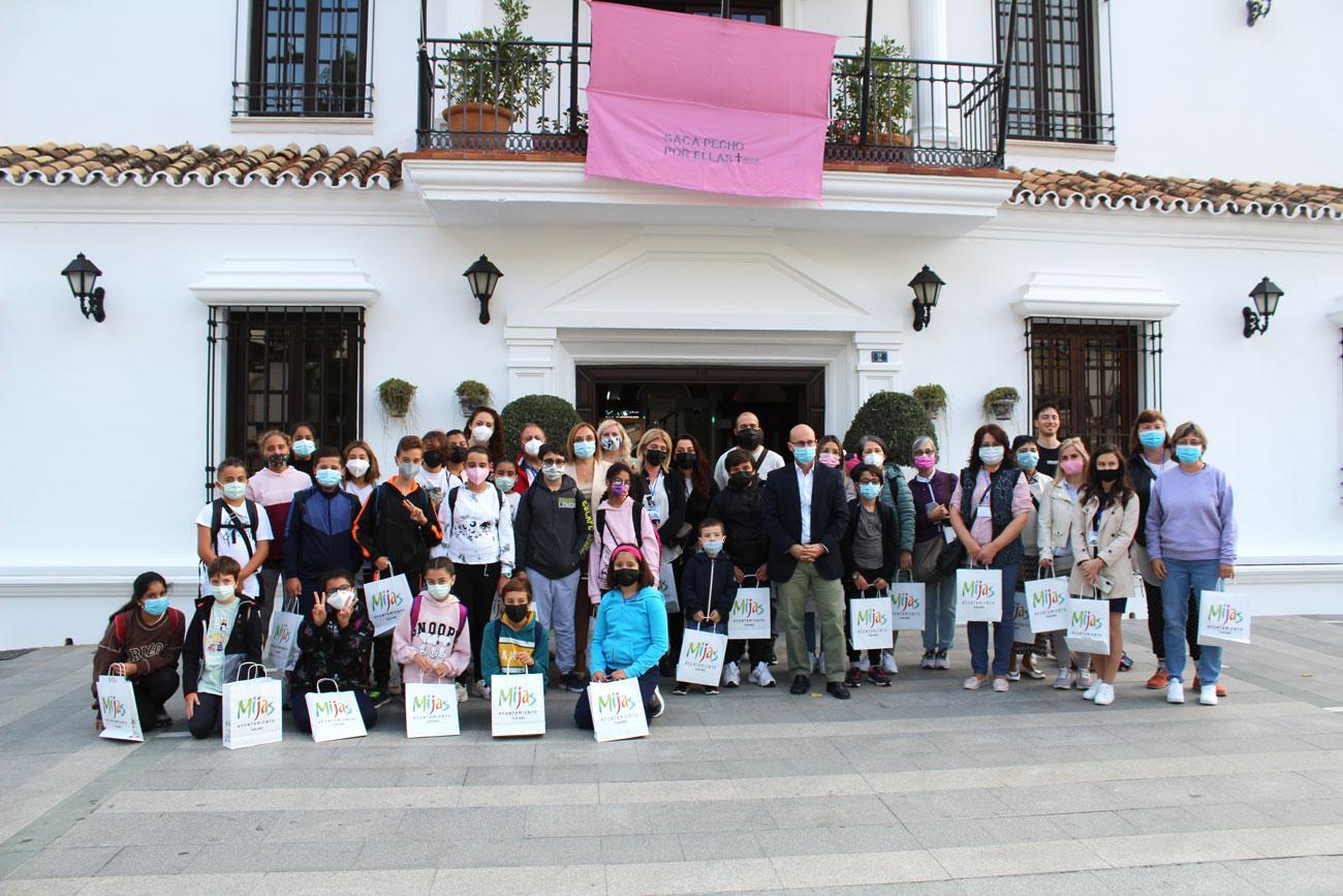 Los alumnos y profesores del proyecto Erasmus visitan Mijas Pueblo y el Ayuntamiento